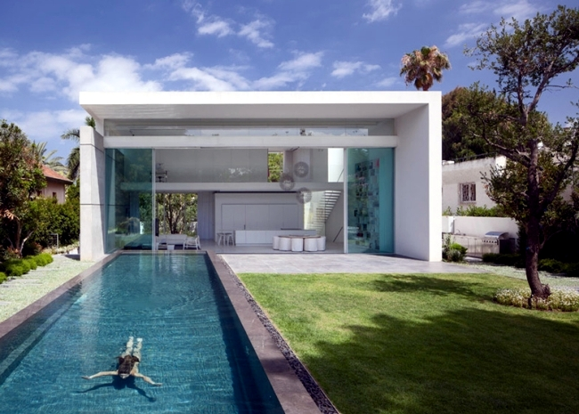 Modern glass house erases the line between inside and ... on Modern Glass House  id=90813
