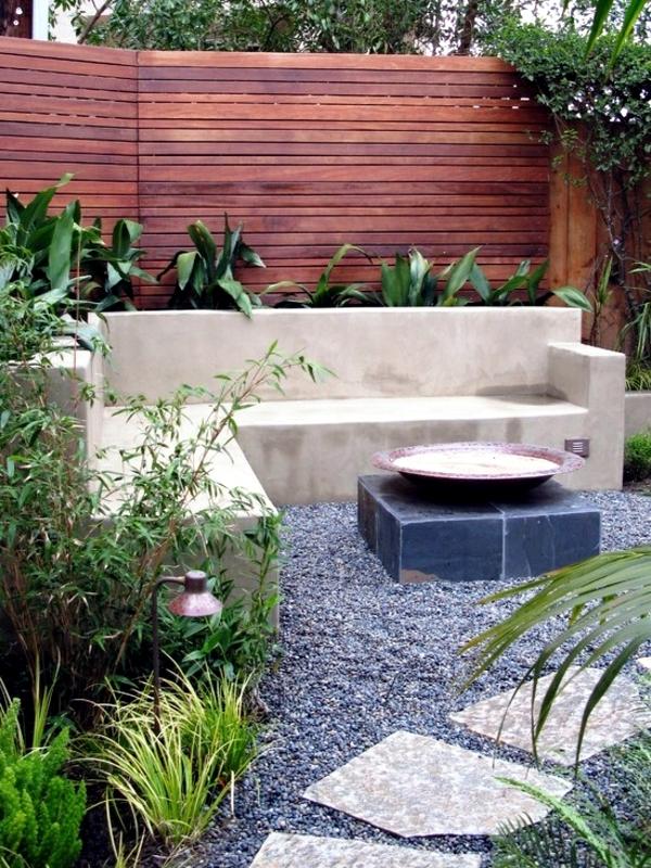 Screening fence or garden wall - 102 Ideas for Garden ... on Garden Patio Wall Ideas id=51307