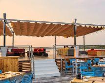 un bello restaurante en playa el salvador
