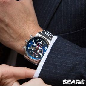 un reloj siempre va con el atuendo ejecutivo de papa