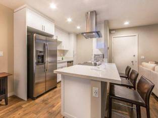 Fall Is Right Around The Corner! Our Only Ground Floor Unit! $4064 2bd 1011ft2