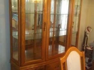 CHINA CABINET AND DINING ROOM SET W/ 6 CHAIRS IN FANTASTIC SHAPE (Schenectady NY) $900