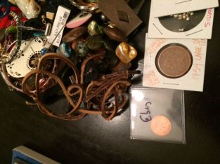ASSORTED JUNK DRAWER JEWELRY/COINS/COLLECTIBLES