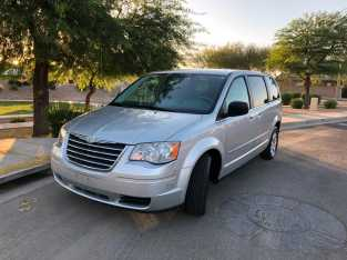 09 Chrysler Town and Country
