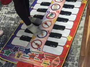 Electronic piano mat for children