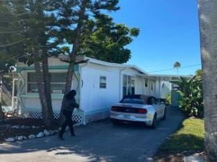 Mobile Home for Sale North Naples 2/1 Fabulous