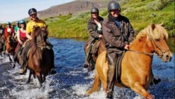 Glacier-Guided-Horseback-Ride-Giveaway
