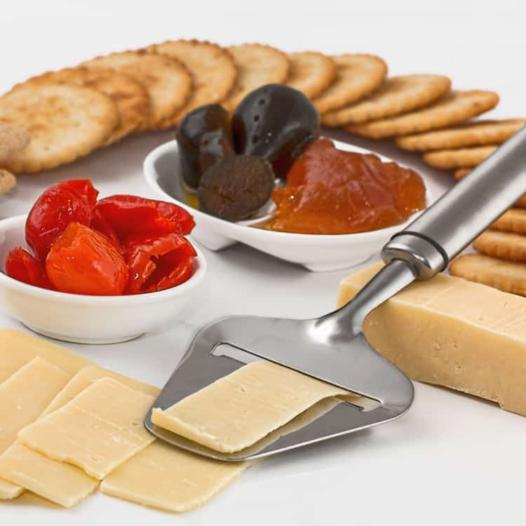 image of cheese and crackers as a healthy snack for work