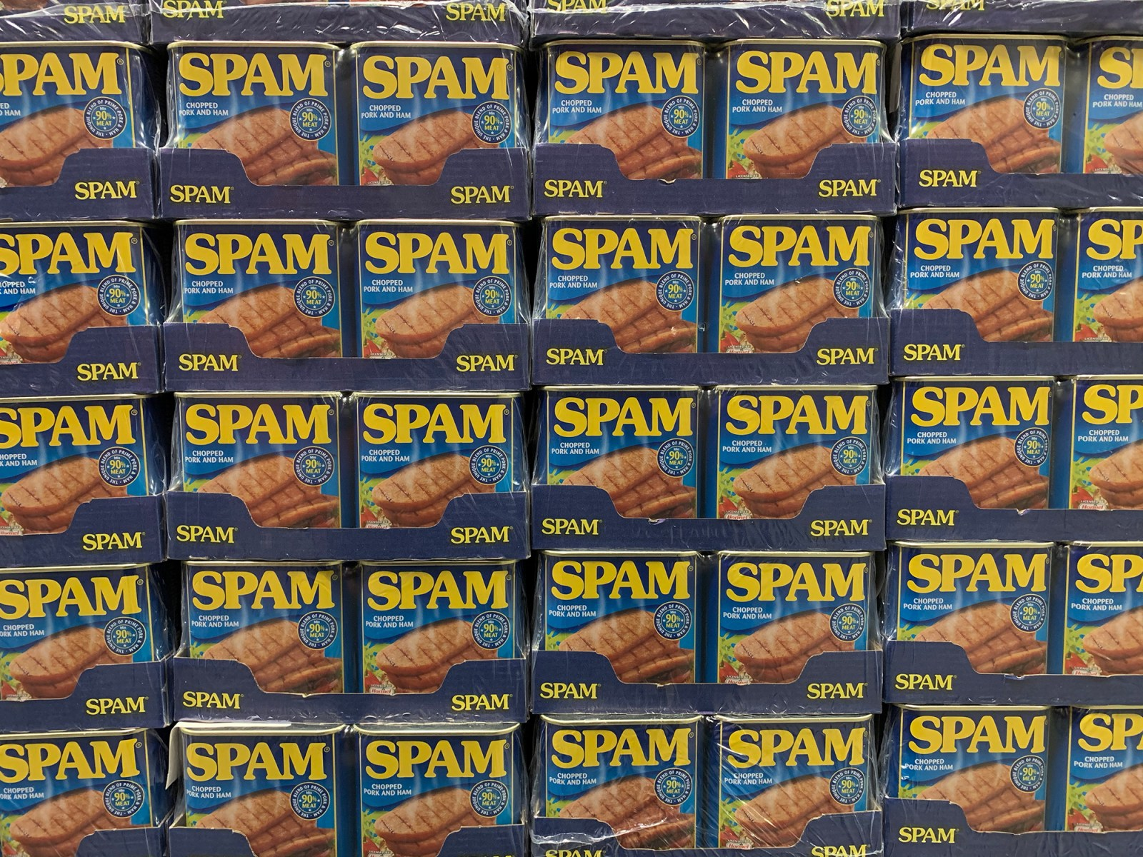 Fullt af spam dollum á bretti í Costco