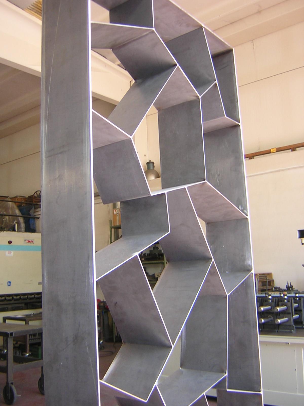 Lorenz ferart produce un'ampia selezione di prodotti per arredamento in ferro battuto a lavorazione tipicamente artigianale e rigorosamente made in italy. Lavorazione Oggetti D Arredo In Ferro Bologna