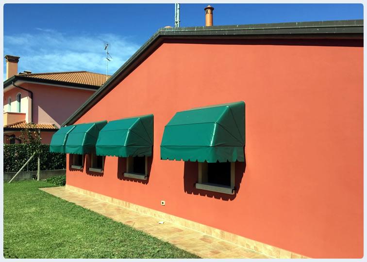 Il costo di una tenda da esterno è influenzato da diversi fattori, tra cui il modello, il tipo di tessuto, le dimensioni e la manodopera specializzata necessaria per installare a regola d'arte questi dispositivi. Officine Romagnolo Rovigo Cappottine