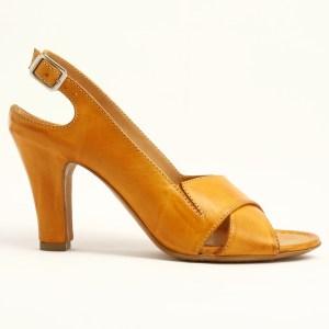 Sandalo in pelle con tacco