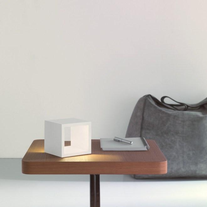 Icone/cubo テーブルライト
