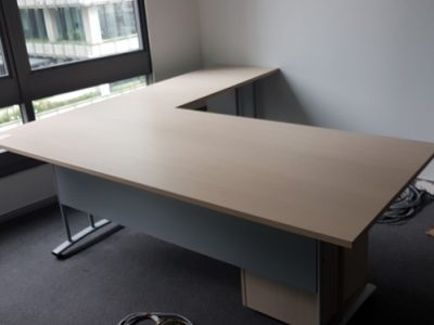 Data Bridge Centre -  L-Shaped Director's Desk