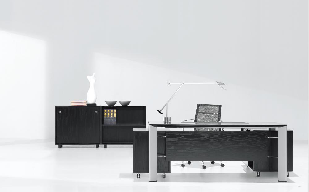 colin_directors-desk_1