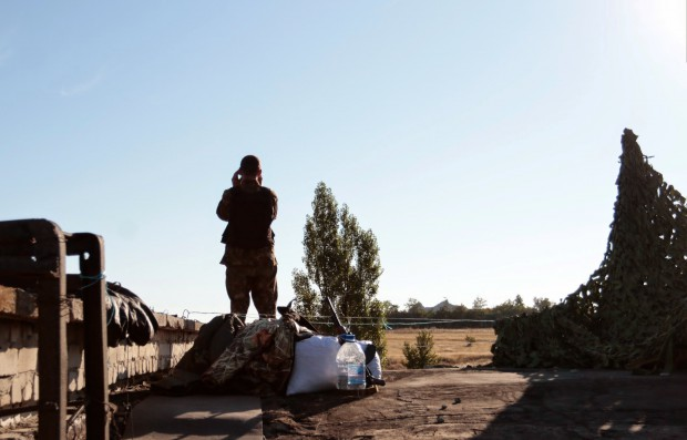 An Ukrainian soldier on guard duty by ВО «Свобода» (Creative Commons Attribution 3.0 Unported).