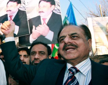 Hamid Gul, a retired general who served as head of the ISI, chants anti-Musharraf slogans during a protest near the residence of deposed chief justice Iftikhar Chaudhary in Islamabad in late January 2008. Thousands of Pakistani lawyers shouted slogans against President Pervez Musharraf during nationwide protests to press for the release of the country's deposed chief justice (Photo: Mian Khursheed / Reuters).