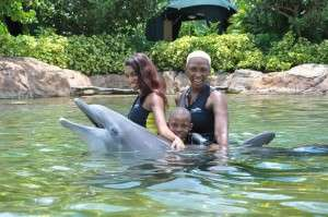 Sisaundra_and_Family_at_Discovery_Cove