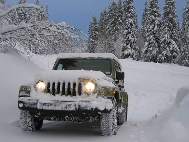 12 Winter Survival Items That Should Be In Your Car Right Now