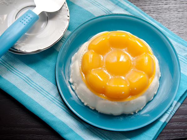 Mango jelly and coconut panna cotta