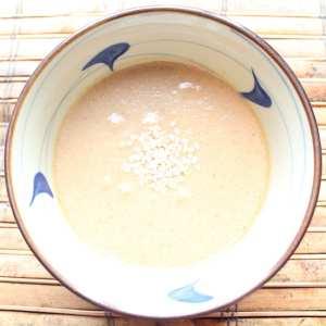 Ginger Sesame Vinaigrette | Healthy homemade salad dressing with soy sauce, rice vinegar, olive oil and sesame seeds.