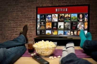 Enquanto TVs por assinatura perdem espaço no mercado, Netflix ganha cada vez mais adeptos.