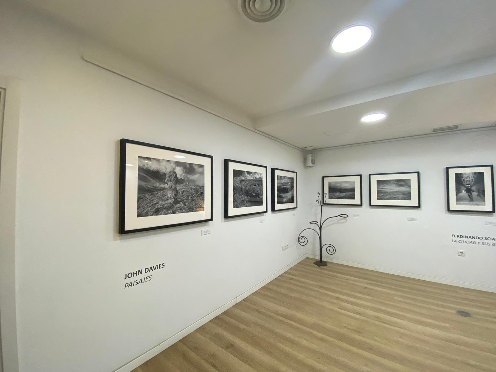 John Davies / Ferdinando Scianna