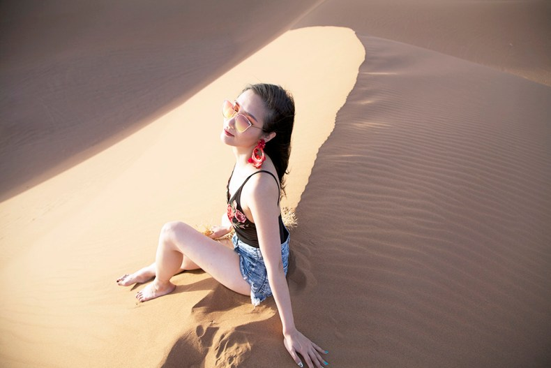 Tina Travels: Sunset in the Sahara Desert | Of Leather and Lace | A Fashion Blog by Tina Lee
