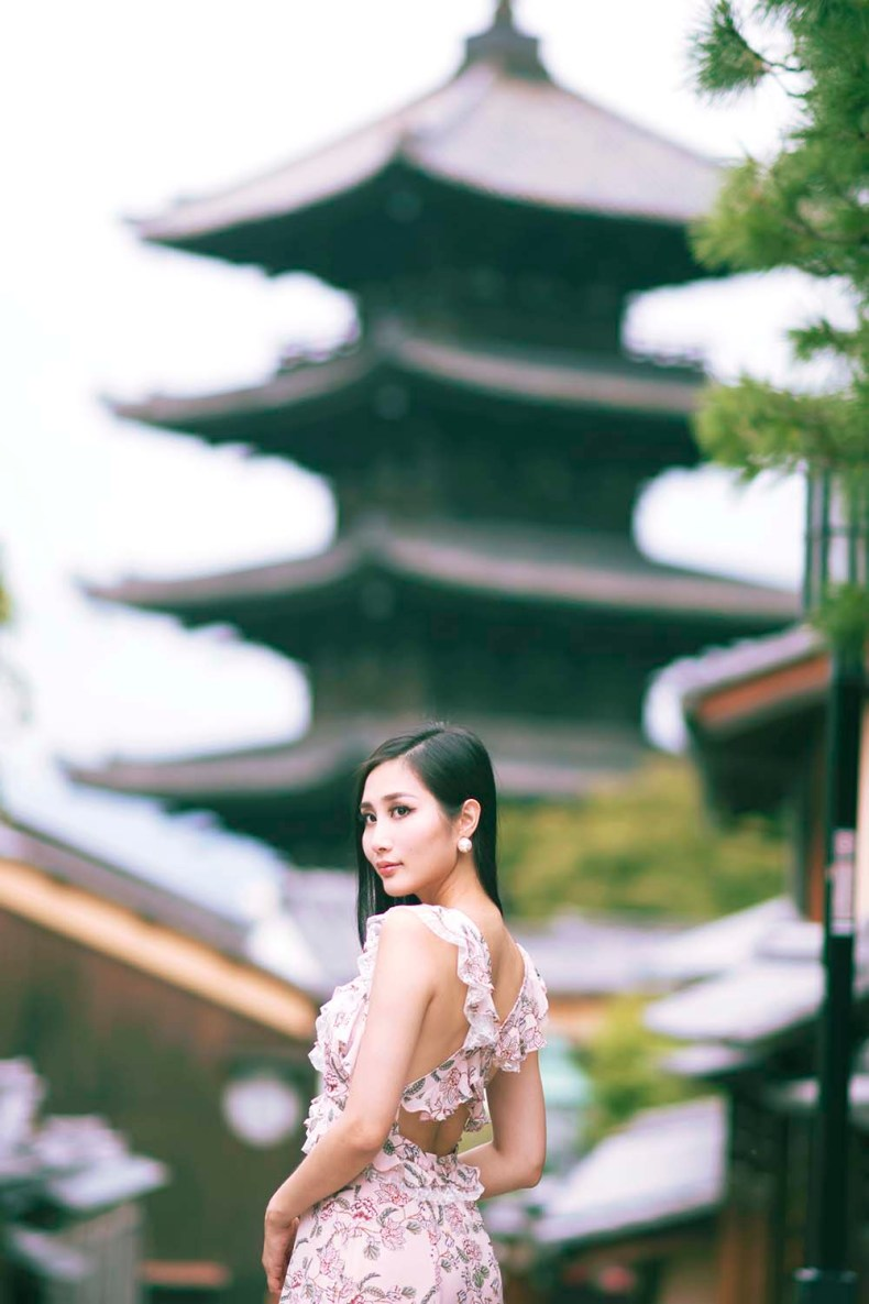 For Love and Lemons Floral Maxi Dress | Yasaka Pagoda in Kyoto, Japan | Of Leather and Lace