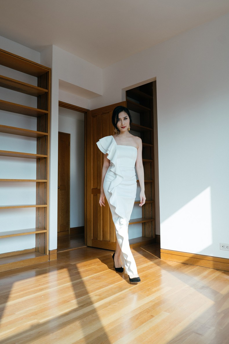 4 Different Ways To Wear A White Gown Of Leather And Lace