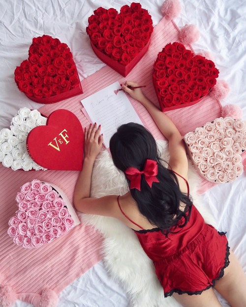 9 Days of Valentine – Day 4: Write A Love Letter | OF LEATHER AND LACE - Fashion and Travel Blog by Tina Lee | Red roses, preserved roses, heart-shaped rose boxes, love letter, valentines day decor, venus et fleur