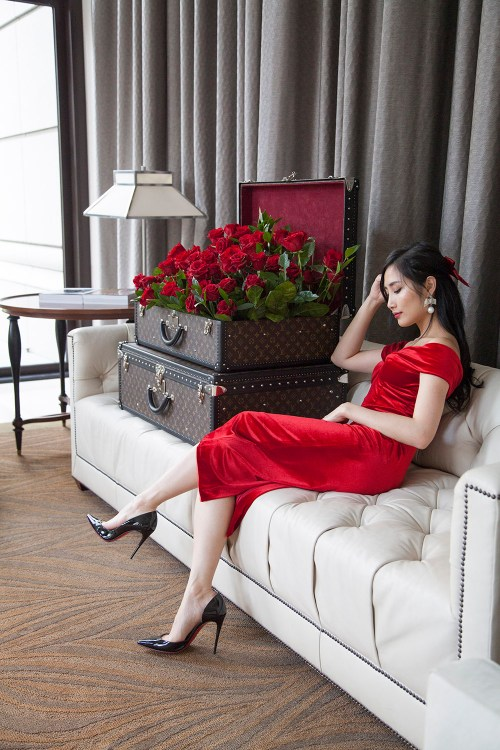 9 Days of Valentine - Day 2: Read Romance Novels | Of Leather and Lace - Fashion & Travel Blog by Tina Lee | red dress outfit, valentines outfit ideas, red soles, christian louboutin, louis vuitton trunk, red roses, romantic outfits