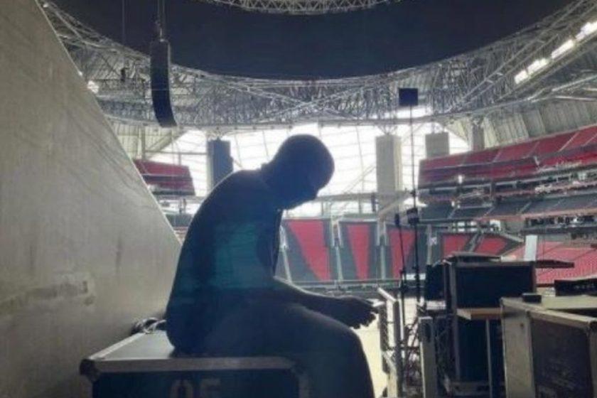 Kanye West arrived early at Mercedes Estadio