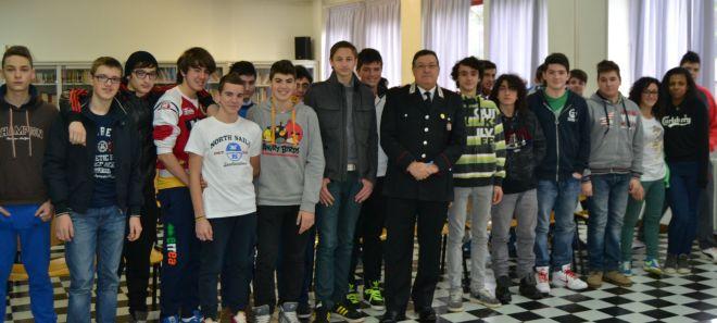 Alcuni studenti del Marconi con il capitano Giorgio Sanna