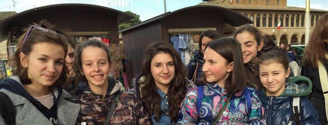 Alcune giovani ragazze tortonesi ad Assisi