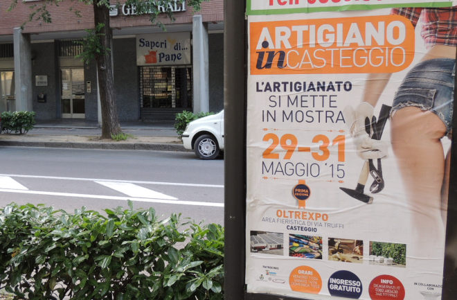 Dopo una settimana il manifesto non è stato ancora rimosso, ma cosa ci stanno a fare i regolamenti a Tortona?