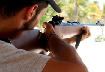 Alessandrino armato di fucile spara pallini calibro 4 in via San Giovanni Bosco, denunciato
