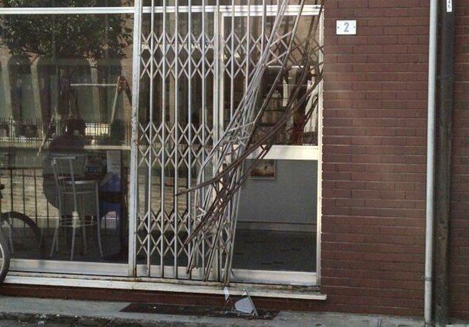 Assaltano il bar Fiorentina di Carbonara e fanno danni per oltre 4 mila 500 euro. Parla la proprietaria