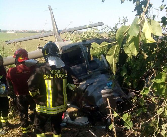 Casale, rimosso l'aereo caduto, confermati gli 11 feriti fra cui un ragazzo, uno grave