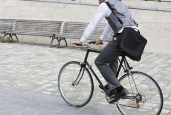 scappa in bicicletta - q