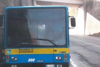 L'autobus che si é incendiato a San Salvatore aveva 18 anni, la Provincia imbufalita