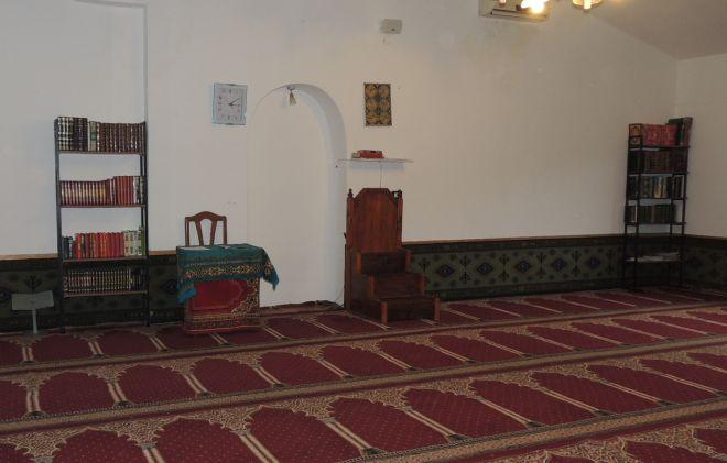Un'altra immagine dell'interno della moschea di Tortona