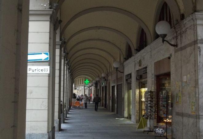 Piccole Storie Tortonesi: aprire i negozi a Tortona il giovedì sera senza darne notizia a tutti, è inutile