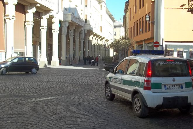 I Vigili urbani di Tortona sorprendono un 40enne che guida ubriaco