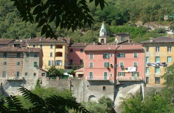 """A Serravalle """"Festa di primavera. Serre di fiori, sapori e il motoraduno """"Troviamoci in Vespa"""""""