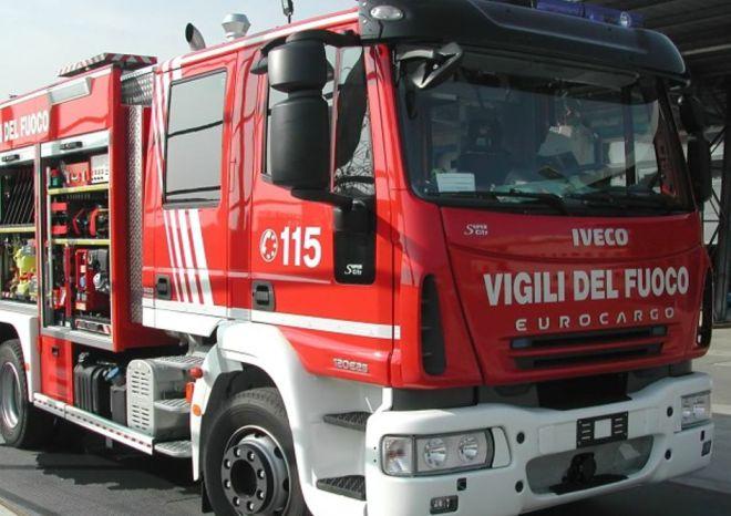 Incendio sull'A/7 alle porte di Tortona, brucia un camion