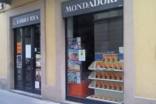 """Da Arquata a Tortona per la presentazione del libro """"Le Tre scelte della vita"""" alla libreria Mondadori"""