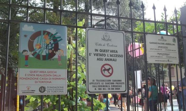Il Comune di Tortona ha riaperto oggi le aree gioco per bambini ma con le dovute accortezze
