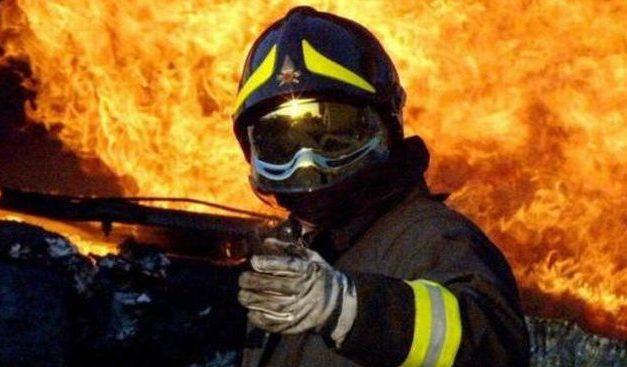 Famiglia parte per le vacanze ma l'auto si incendia    a Rivalta Scrivia e distrugge tutto