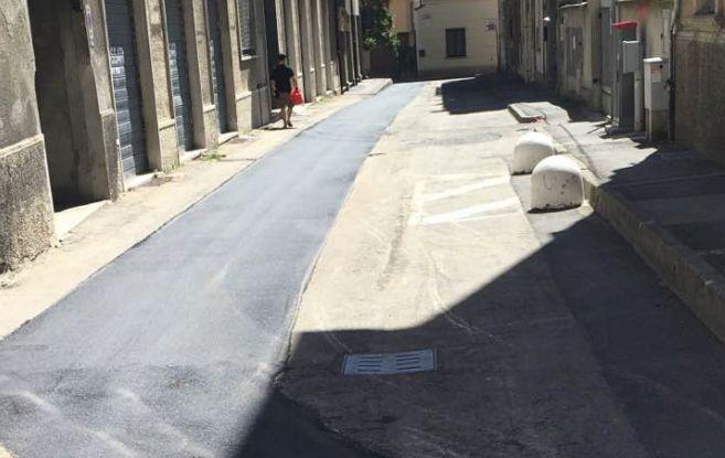 Tortona, via Zenone asfaltata così. E piovono critiche su Facebook